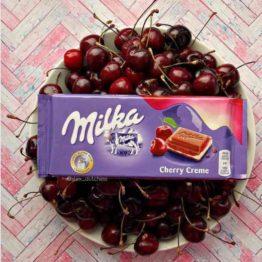 Milka Cherry Creme Milk Chocolate Bar 100G
